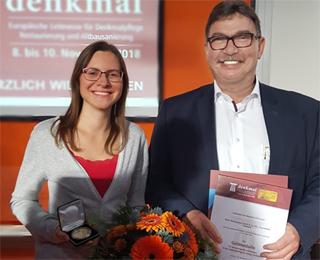 Alexandra Jung und Geschäftsführer Rainer Schmitt erhalten Goldmedaille