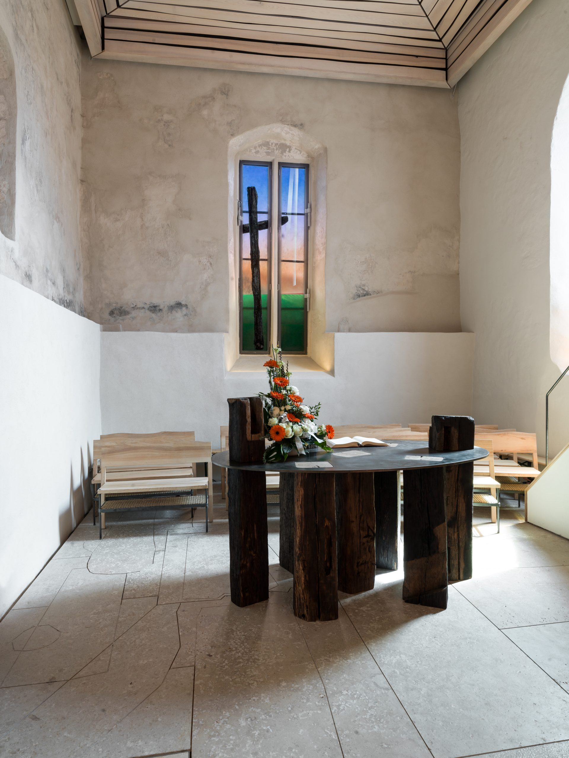 Altarfenster in der Kirchenburg Walldorf, Künstler Julian Plodek