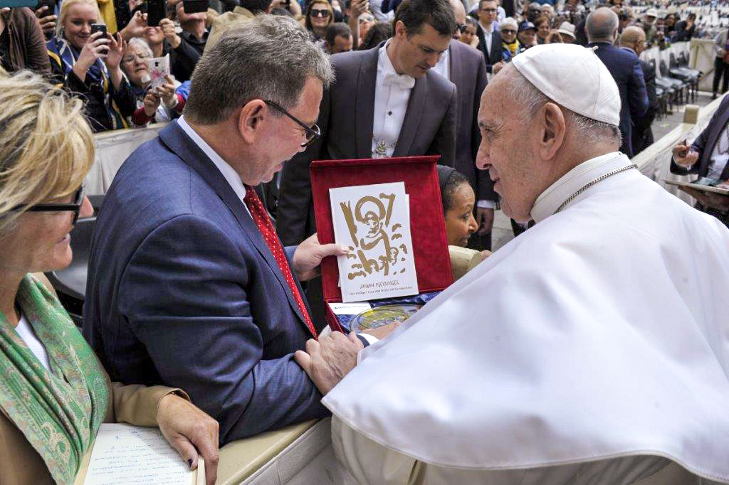 DERIX GLASSTUDIOS bei Papst Franziskus