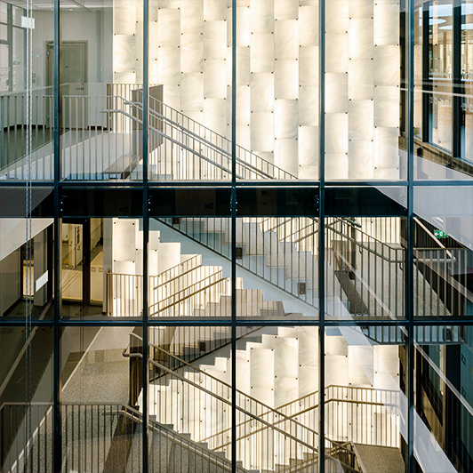 Derix Seminar: Kunst aus Glas in der Architektur. Referenz Solna Mark Hadden