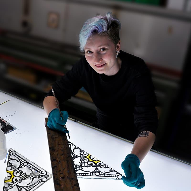 Auszubildende Katherina Schmitt - Glasmalerei
