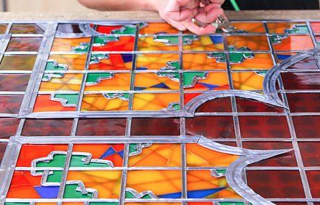 Zusammenstellung von Rahmen und Glas