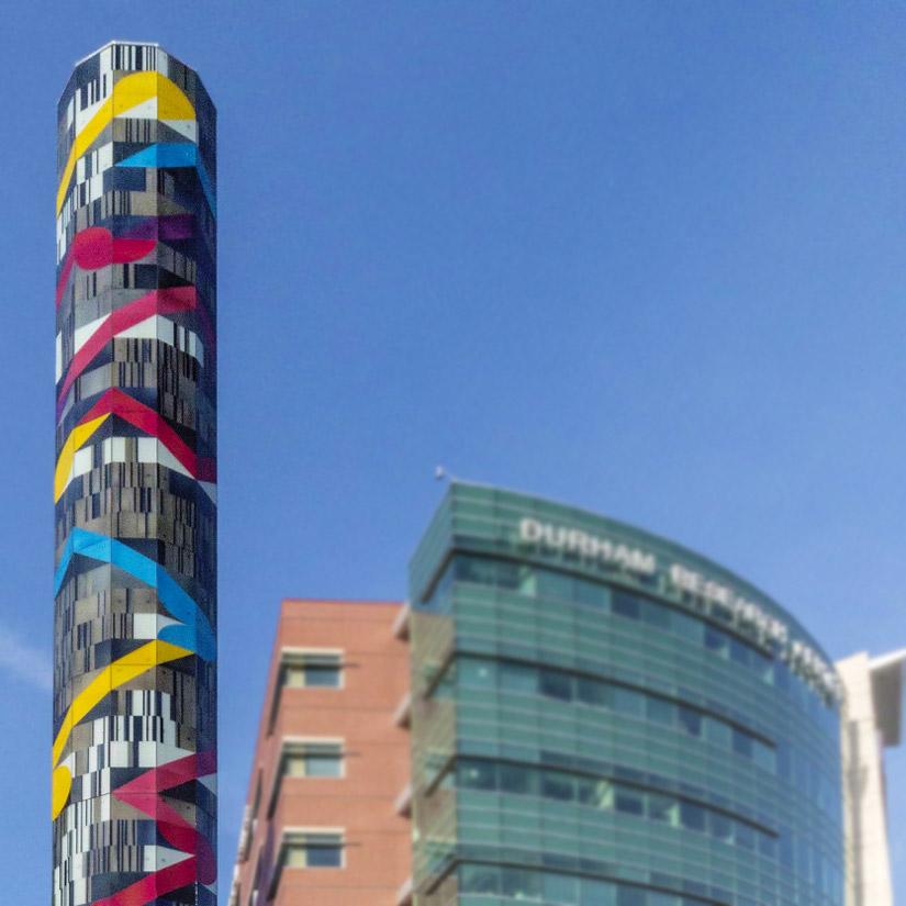 """Glasturm """"Search"""" des japanischen Künstlers Jun Kaneko in Omaha"""