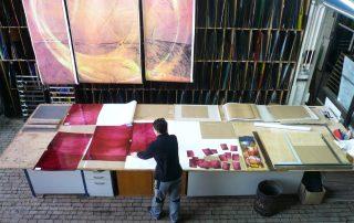 Auswahl des Überfangglases auf Basis des Entwurfs  Glaskunst DERIX GLASSTUDIOS