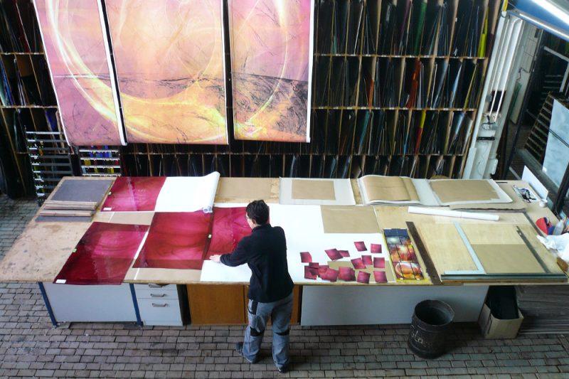 Auswahl des Überfangglases auf Basis des Entwurfs |Glaskunst DERIX GLASSTUDIOS